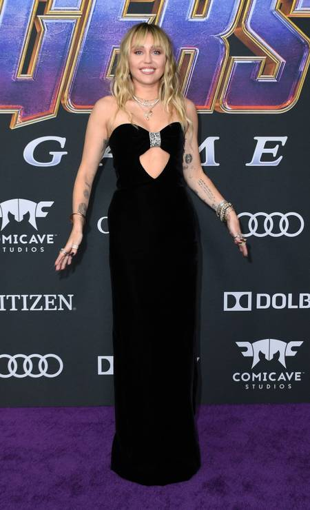 A cantora Miley Cyrus mostrou o novo corte de cabelo no evento Foto: VALERIE MACON / AFP