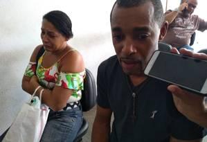 Nilson de Mendonça Santos Silva foi ao IML reconhecer o corpo do irmão, William Foto: Geraldo Ribeiro