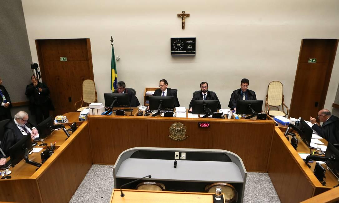 Quinta Turma do STJ julga recurso do ex-presidente Lula Foto: Jorge William / Agência O Globo