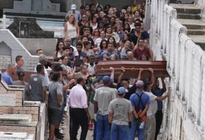 Adilma estava internada no Hospital Unimed Rio, na Barra da Tijuca, desde a tragédia que ocorreu no último dia 12 Foto: Cléber Júnior / Agência O Globo