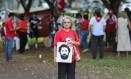 Manifestante pede a liberdade do ex-presidente Lula Foto: SERGIO LIMA / AFP
