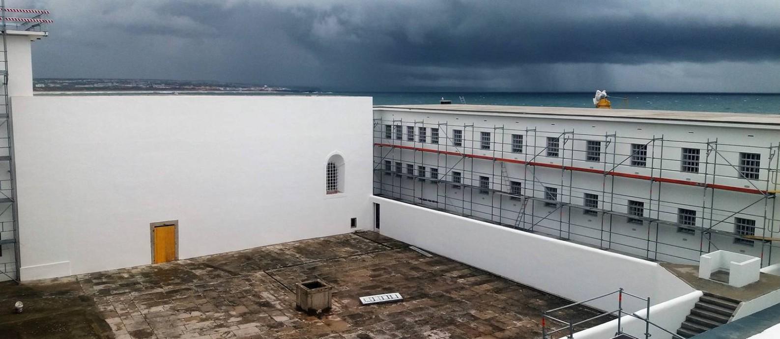 De costas para o mar. Na Fortaleza de Peniche, construída no século XVIII e usada como prisão pela ditadura, as celas eram voltadas para o pátio interno Foto: Gian Amato