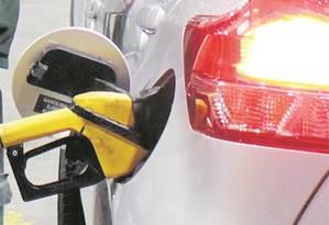 Preço da gasolina nas refinarias é 32% do valor no posto Foto: Paulo Nicolella - Agência O Globo