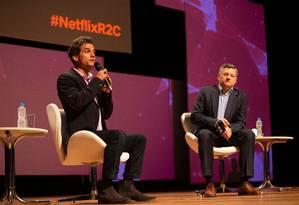 Wagner Moura entrevista Ted Sarandos, diretor de conteúdo da Netflix, durante o Rio2C Foto: Divulgação