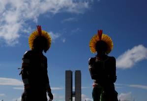 Indígenas reúnem-se próximo ao Congresso Nacional no acampamento Terra Livre, que critica políticas do governo Bolsonaro que afetam seus direitos Foto: ADRIANO MACHADO / REUTERS