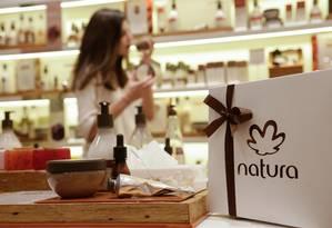 Empresa de cosméticos brasileira confirmou que negocia a aquisição da rival Avon Foto: Gustavo Azeredo / Agência O Globo