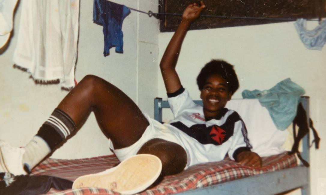 A jogadora Fia no alojamento do Vasco no final dos anos 80 Foto: Leo Martins/reprodução de arquivo pessoal