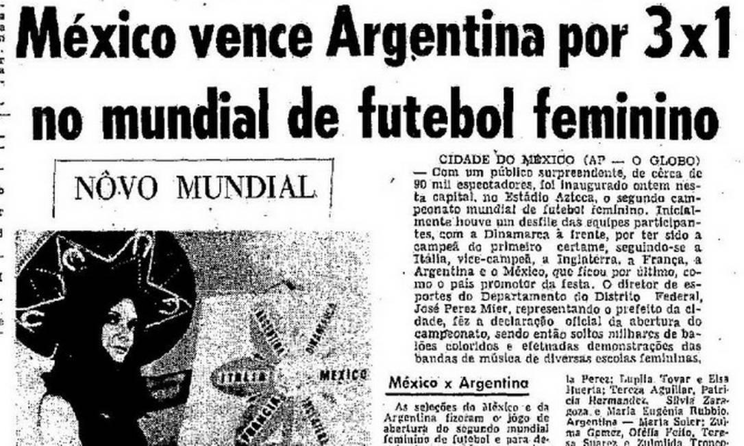 Enquanto o Brasil ainda proibia as mulheres no futebol, organização internacional promovia o segundo Mundial feminino, em 1971 Foto: Reprodução