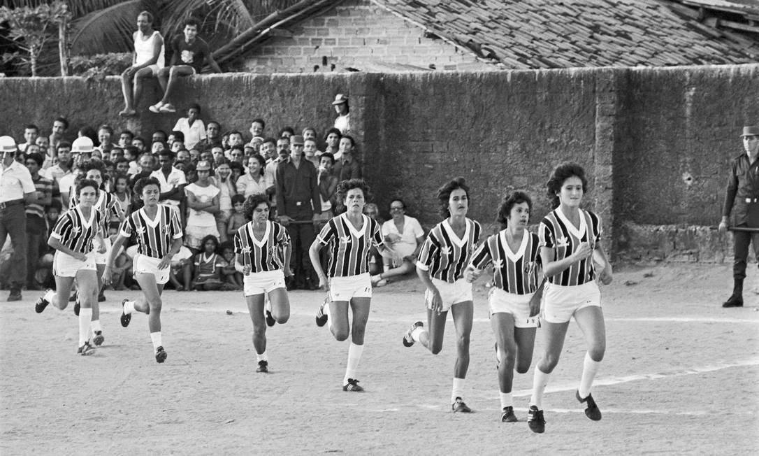 Time feminino do Santa Cruz dos anos 80 Foto: Arquivo Museu do Futebol