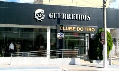 Frente do clube de tiro Guerreiros, na Serra: armas apreendidas pelo Exército Foto: Reprodução / TV Gazeta