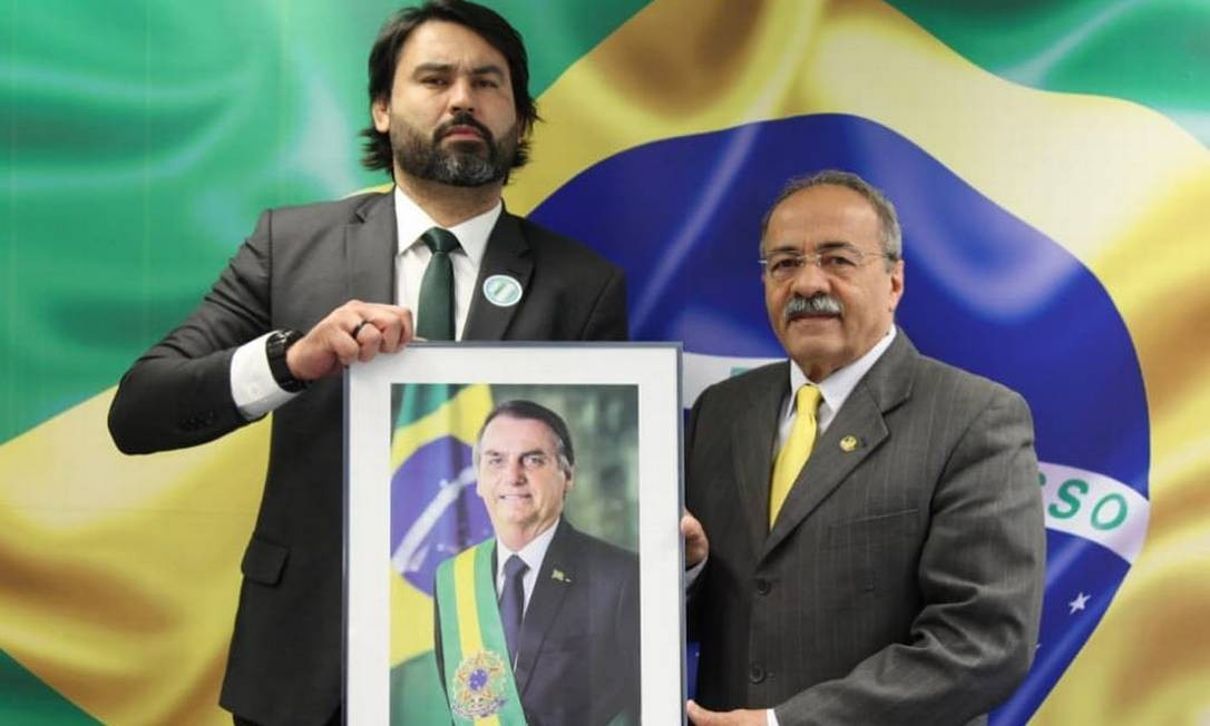 Léo Índio, primo dos filhos de Bolsonaro, e o senador Chico Rodrigues, que o nomeou para cargo de assesor parlamentar Foto: Reprodução / Instagram
