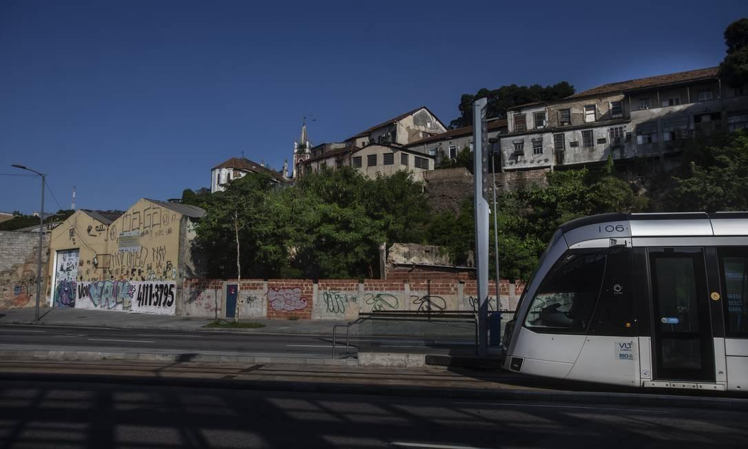 Local reservado para construção de moradias populares do Minha Casa Minha Vida na Gamboa Foto: Alexandre Cassiano / Agência O Globo
