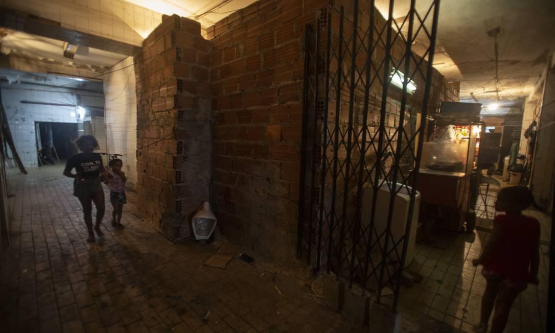 A prefeitura levantou o número de domicílios inadequados: são 237.824 casas sem banheiro, com problemas de infraestrutura, onde moram mais de três pessoas por cômodo Foto: Alexandre Cassiano / Agência O Globo