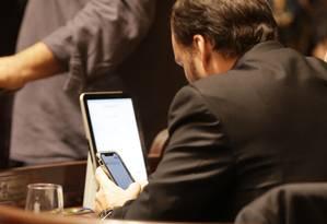 Vereador Carlos Bolsonaro durante a sessão do dia na Câmara de Vereadores do Rio Foto: Marcio Alves / Agência O Globo