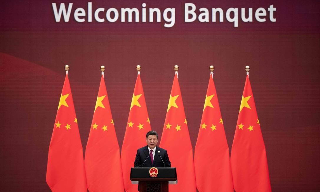 O presidente da China, Xi Jinping, faz um discurso durante o banquete de boas-vindas aos líderes que participam do Fórum Belt and Road, no Grande Salão do Povo, em Pequim Foto: NICOLAS ASFOURI / AFP