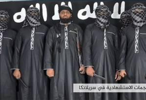Imagem de vídeo divulgado pelo Estado Islâmico com supostos responsáveis por atentados contra o Sri Lanka na Páscoa Foto: HO / AFP