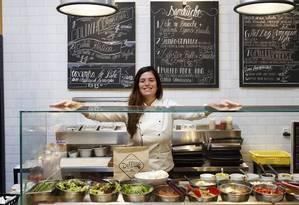 Maria Rocha montou um food truck no Village Mall, que logo ficou pequeno para seu talento: dois anos depois abriu o restaurante Foto: Arquivo