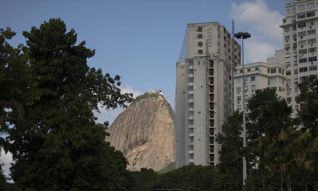 Prédio do Rio By Yoo em curso no Flamengo: apartamentos mais caros venderam primeiro Foto: GABRIEL MONTEIRO / Agência O Globo