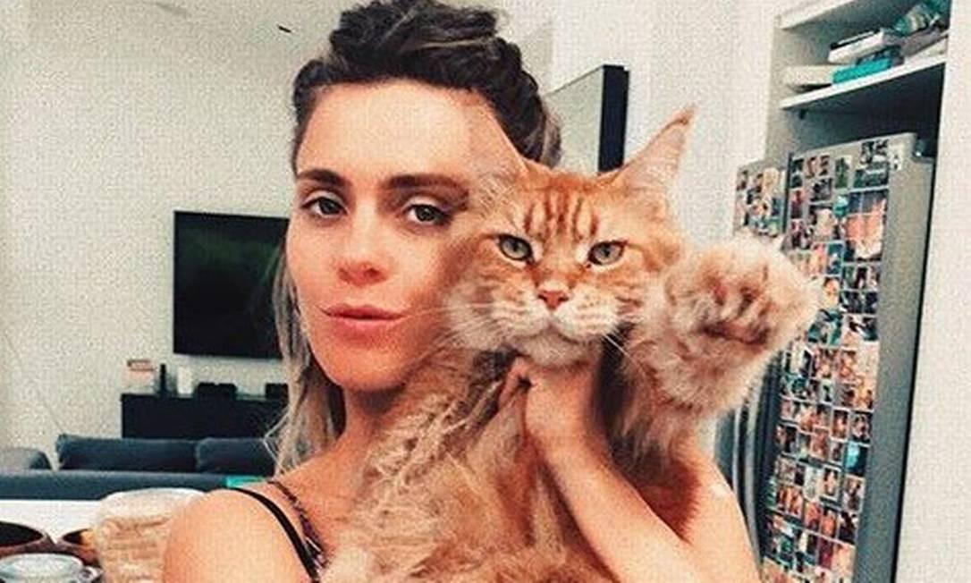 """A atriz Carolina Dieckmann e Kibe: """"É um gato muito carinhoso"""" Foto: Reprodução"""