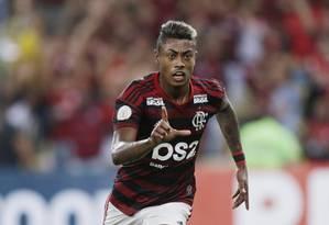 Em noite inspirada, Bruno Henrique marcou os dois gols do Flamengo Foto: Antonio Scorza / Agência O Globo