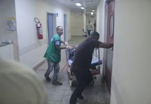Após queda de energia, pacientes foram transferidos Foto: Bruno Kaiuca