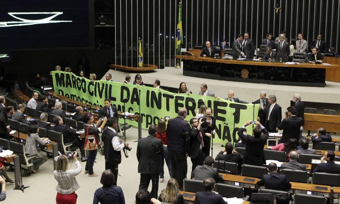 Sessão da Câmara dos Deputados para tratar do Marco Civil em 2013: projeto foi aprovado no ano seguinte e hoje é objeto de 15 propostas com alterações Foto: Givaldo Barbosa / Agência O Globo