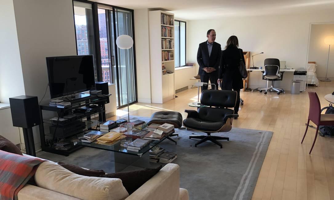 Philip Roth comprou o apartamento em 1989, usando-o inicialmente como estúdio de escrita. Nascido em Newark, Nova Jersey, em 19 de março de 1933, Roth morreu de insuficiência cardíaca no apartamento do Upper West Side em 22 de maio do ano passado. Os bens devem ser vendidos porque Roth não teve filhos. Foto: James Cimino / Agência O Globo