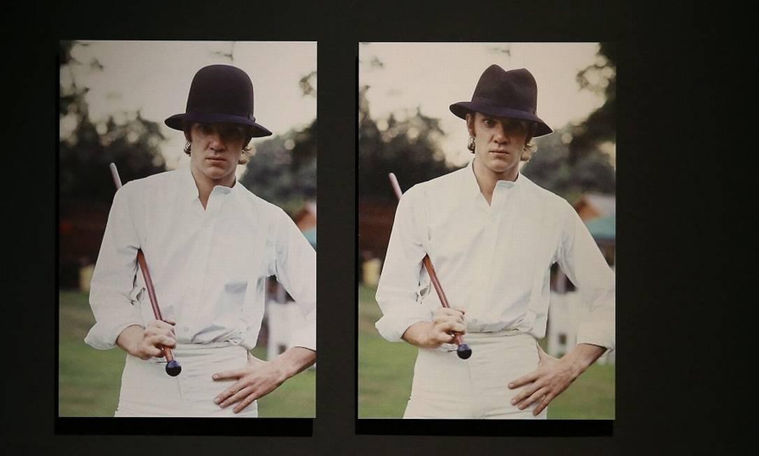 """Série de fotografias do personagem Alex, do filme """"Laranja Mecânica"""", interpretado pelo ator Malcolm McDowell. As imagens fazem parte de uma nova exposição sobre Stanley Kubrick, no Design Museum, em Londres Foto: ISABEL INFANTES / AFP"""