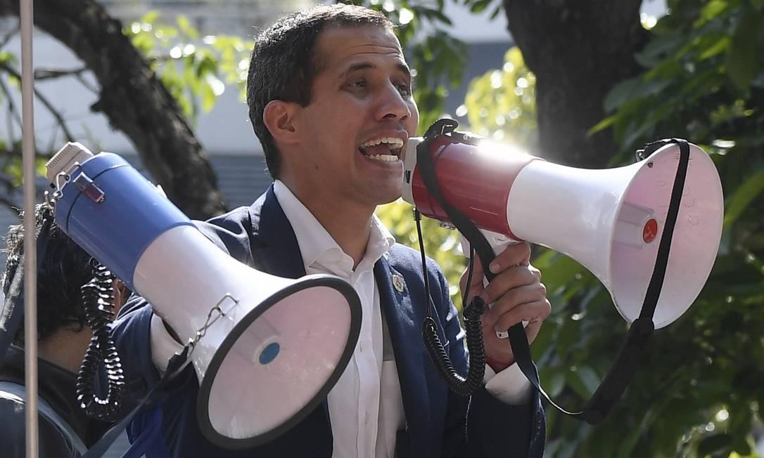 Autoproclamado presidente interino da Venezuela, Juan Guaidó durante discurso em Caracas Foto: FEDERICO PARRA / AFP