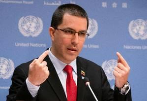 O ministro das Relações Exteriores da Venezuela, Jorge Arreaza, fala em coletiva de imprensa na ONU na semana passada: chanceler procurou minimizar fatos do dia no país Foto: DON EMMERT/AFP/25-04-2019