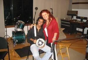 Paulinho Bicolor e Beth Carvalho durante a gravação do disco 'A madrinha do samba', de 2004 Foto: Arquivo Pessoal