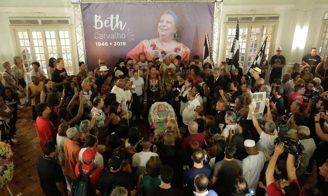 Velório foi realizado no salão nobre da sede do Botafogo Foto: Brenno Carvalho / Agência O Globo