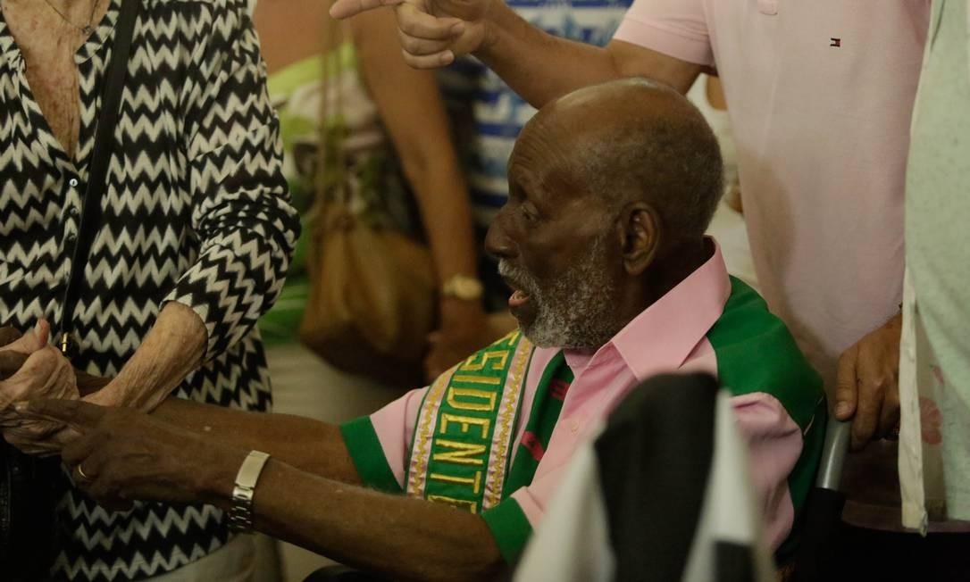 Velório teve a presença de grandes personalidades do samba, como Nelson Sargento Foto: Brenno Carvalho / Agência O Globo