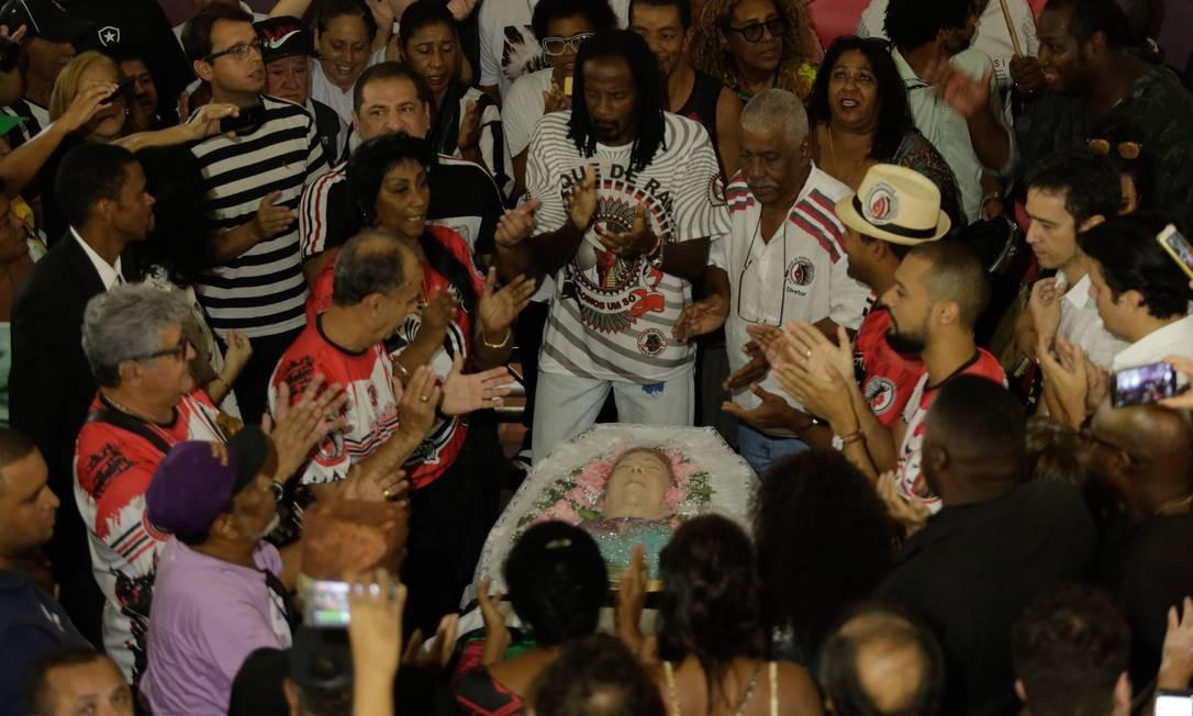 A turma do Cacique de Ramos homenageou a madrinha Foto: Brenno Carvalho / Agência O Globo