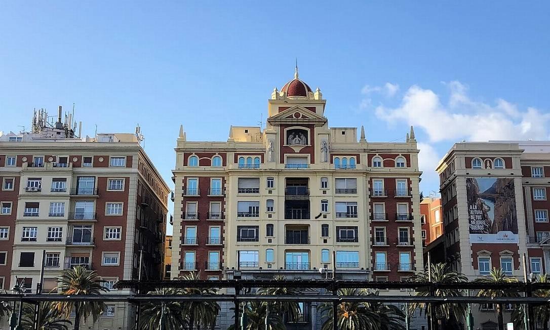 A beleza do conjunto de construções numa praça perto da marina de Málaga Foto: Carla Lencastre