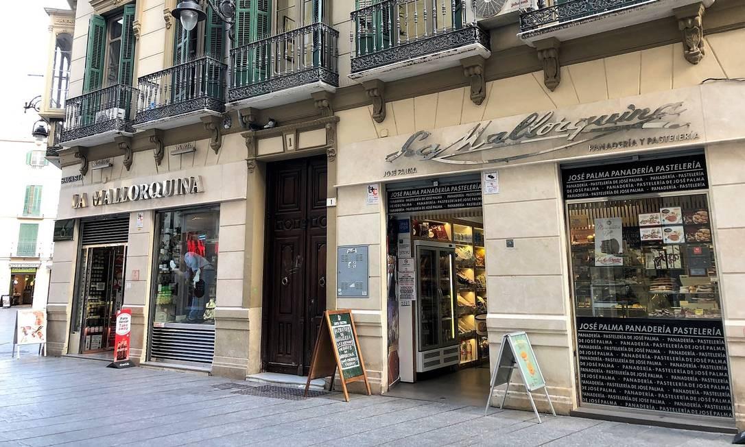 La Mallorquina é uma ótima loja em Málaga para comprar embutidos, anchovas e azeites Foto: Carla Lencastre