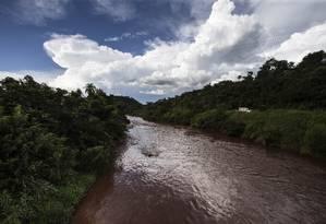 Rio Paraopeba tomado pela lama 30 dias após rompimento de barragem em Brumadinho Foto: Alexandre Cassiano / Agência O Globo