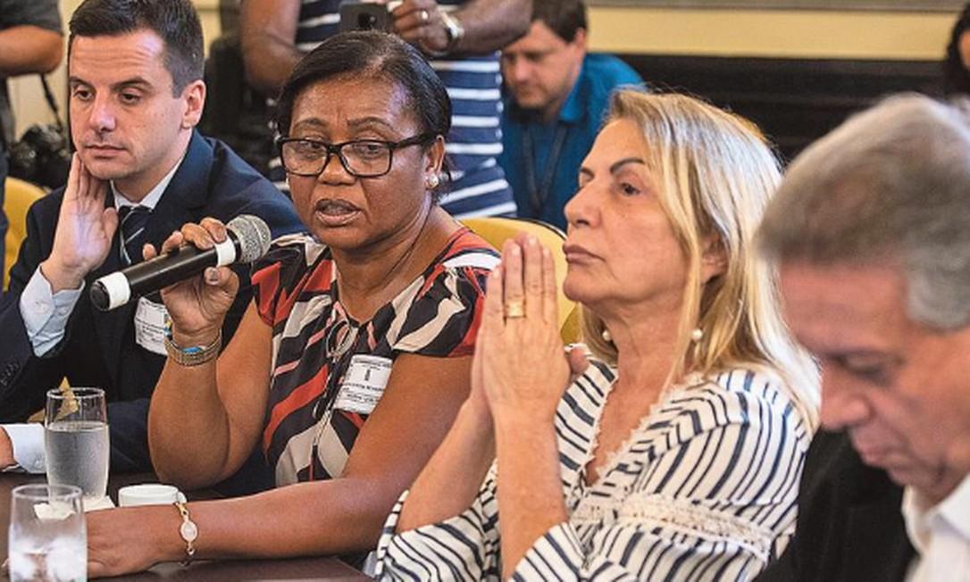 CPI da Márcia: a servidora Márcia Nunes (de óculos), suspeita de favorecer evangélicos nas filas do Sisreg, presta depoimento na Câmara Foto: Gabriel Monteiro / Agência O GLOBO
