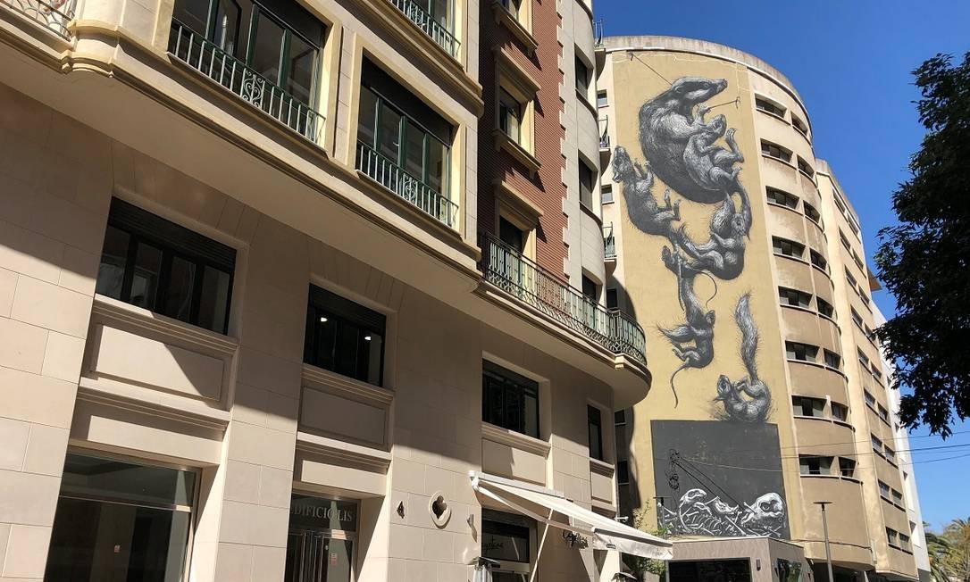 A arte urbana na fachada dos prédios é uma das marcas da revitalização do Soho, bairro entre o centro histórico e a orla de Málaga, Foto: Carla Lencastre