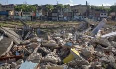 O Everest Atlético Clube, em Inhaúma, começou a ser demolido Foto: Bruno Kaiuca / Agência O Globo