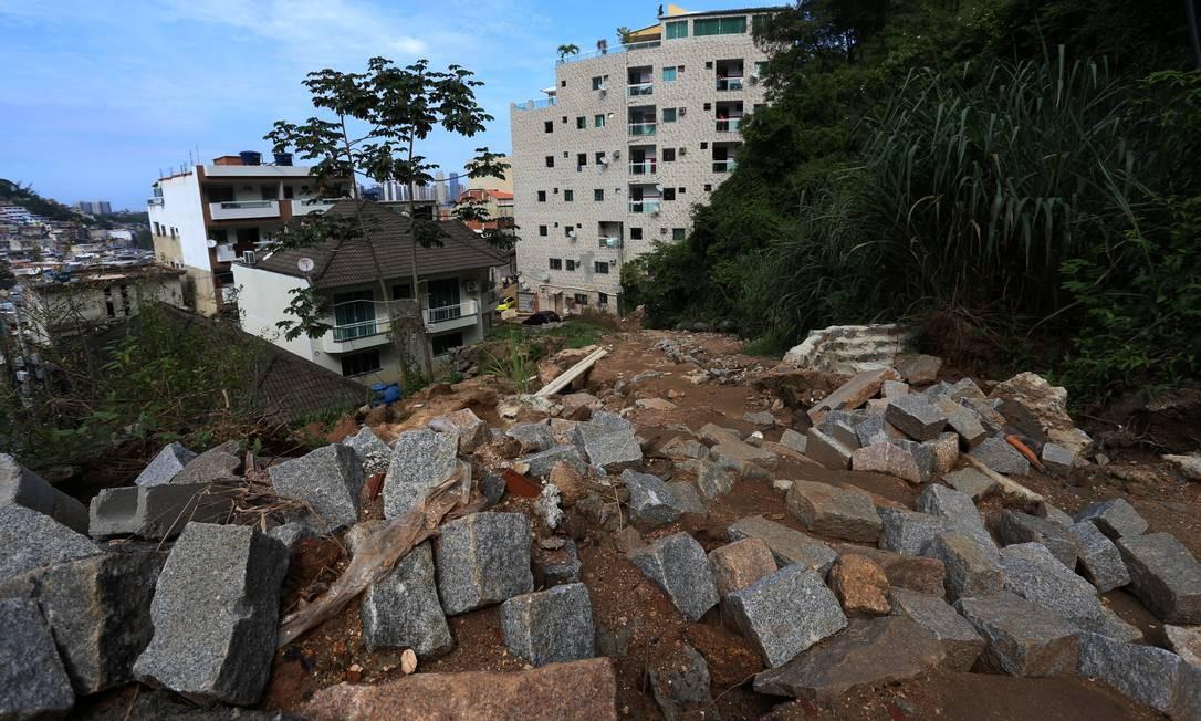 O que restou da Travessa Limoeiro, no Condominio Figueiras do Itanhangá Foto: Fabiano Rocha / Agência O Globo