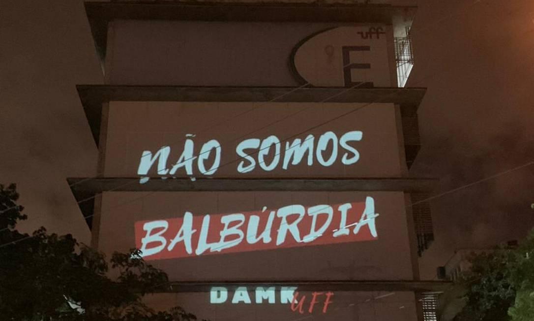 SOC - Niterói (RJ), 30/04/2019, UFF / Protesto - Protesto de alunos da Universidade Federal Fluminense (UFF) no Campus Gragoatá, em Niterói. Foto: Deborah Ferreira Foto: Terceiro / Agência O Globo