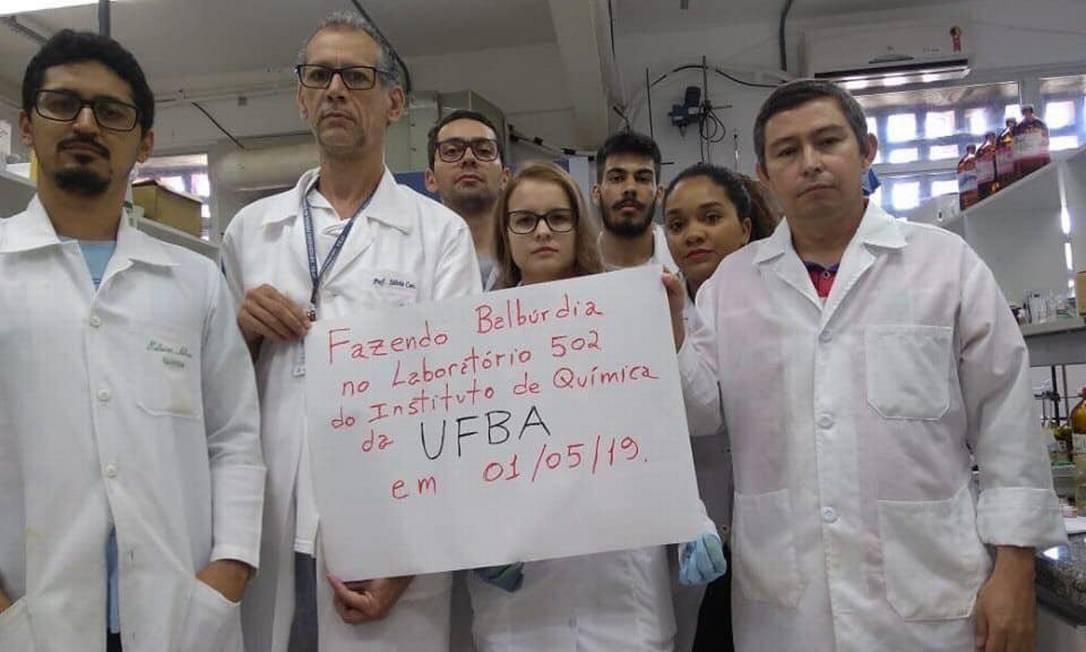 Pesquisadores da UFBA, uma das universidades acusadas pelo ministro da Educação como fonte de 'balbúrdia', protestam contra o corte de verbas Foto: Arquivo pessoal