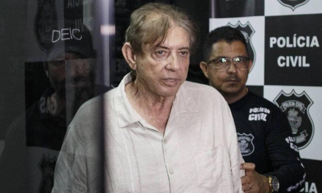 Médium João de Deus ao ser levado para a prisão por agentes da Polícia Civil Foto: Daniel Marenco / Agência O Globo
