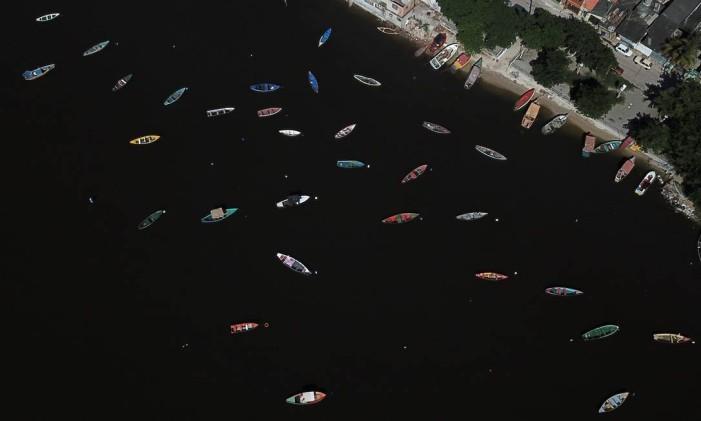 Baía de Guanabara tem 412 km2 de espelho d'água Foto: Custódio Coimbra / Agência O Globo