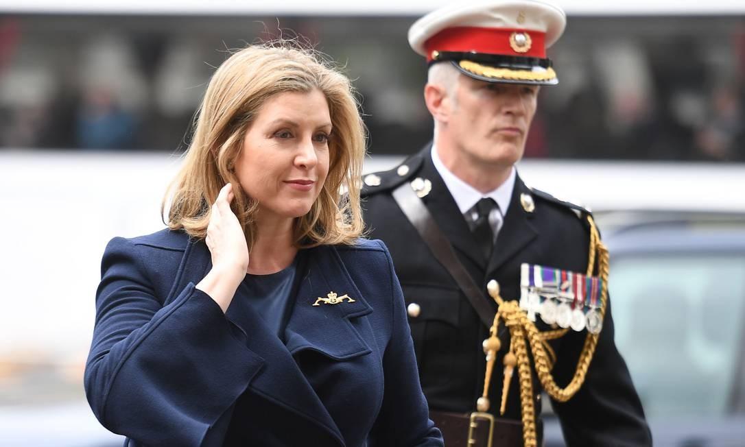 A ministra da Defesa da Grã-Bretanha, Penny Mordaunt, chega à Abadia de Westminster para participar de um serviço para reconhecer 50 anos de dissuasão contínua no mar em Londres Foto: DANIEL LEAL-OLIVAS / AFP