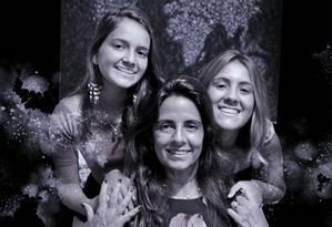 """Yvone entre as filhas Alice (à esquerda) e Isabella: """"Essa geração é maravilhosa"""" Foto: Marcelo Régua / Agência O Globo"""
