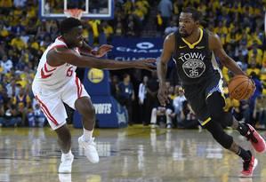 Durant vem brilhando pelos Warriors nesses playoffs Foto: Thearon W. Henderson / AFP