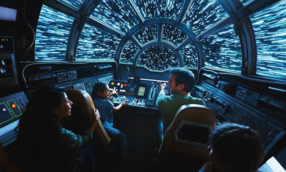 Interior do Millennium Falcon: Smugglers Run, simulador inspirado na icônica nave de Han Solo, uma das atrações de Star Wars: Galaxy's Edge, nos parques Disney Foto: Disney Parks / Divulgação