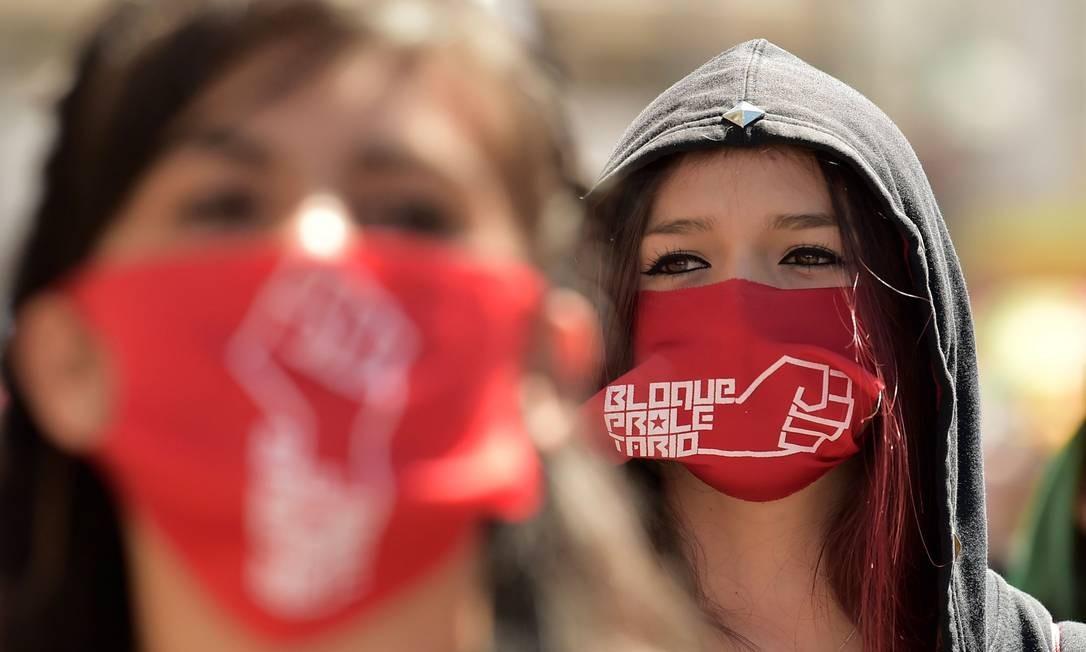 Estudantes participam de marcha para comemorar o Dia do Primeiro de Maio, em Quito Foto: RODRIGO BUENDIA / AFP